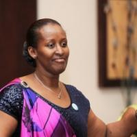 Madame Jeanette Kagame ntavuga rumwe n'umugabo we kuri bimwe mu bintu bikomeye.