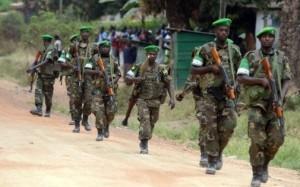 7769239883_des-soldats-rwandais-de-la-misca-patrouillent-a-proximite-du-camp-kasai-dans-bangui-le-28-janvier-2014
