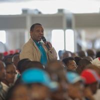 Ababyeyi ba Prof Anastase Shyaka utekinikira FPR bari baguye mu buroko habura gato!
